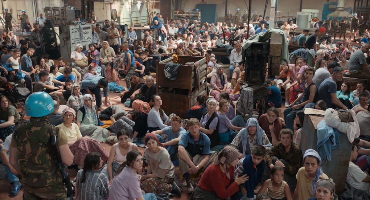 Pakolaisleirikohtaus elokuvasta Quo Vadis, Aida?