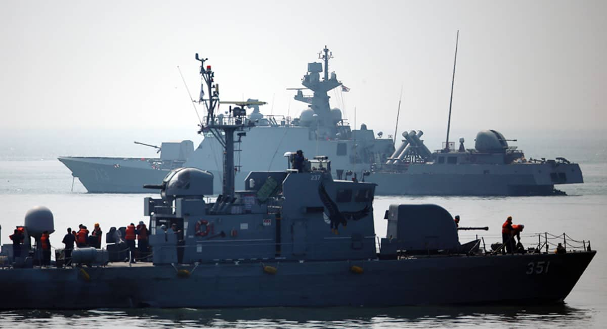 Etelä-Korean armeijan alukset partioivat huhtikuussa lähellä Pohjois-Korean merirajaa.