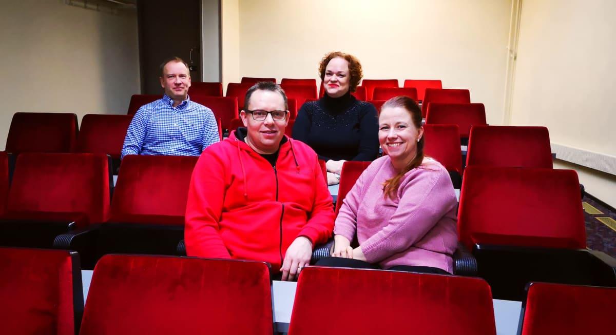 Elokuvateatteri Kinopirtin väkeä.