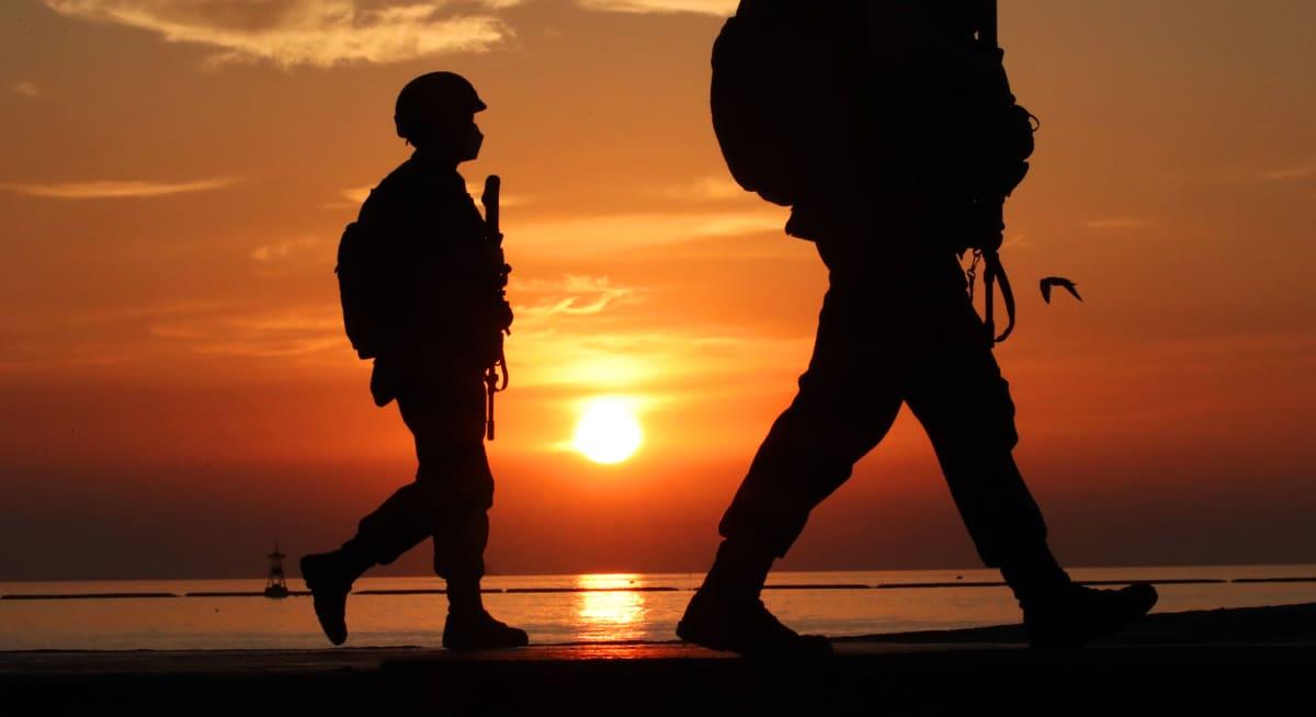 Eteläkorealaiset merijalkaväen sotilaat partioivat Yeonpyeongin saarella.