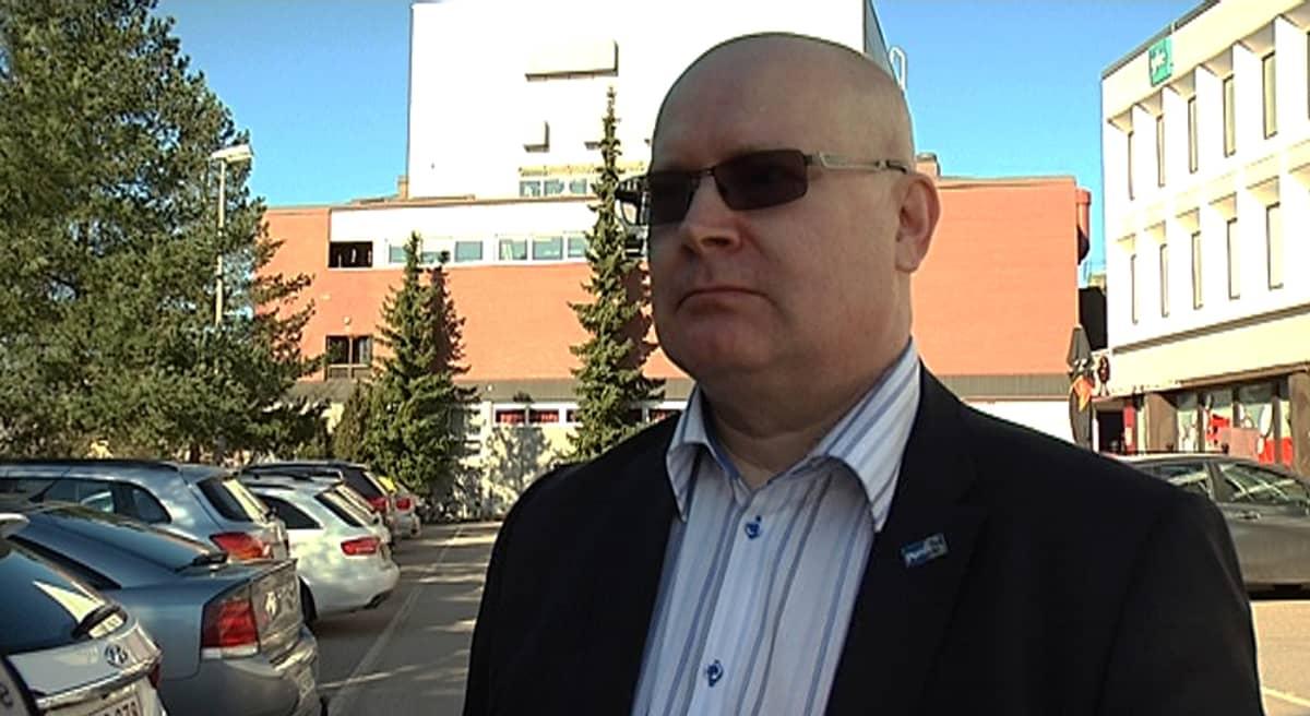 Oikeus- ja työministeri Jari Lindström.