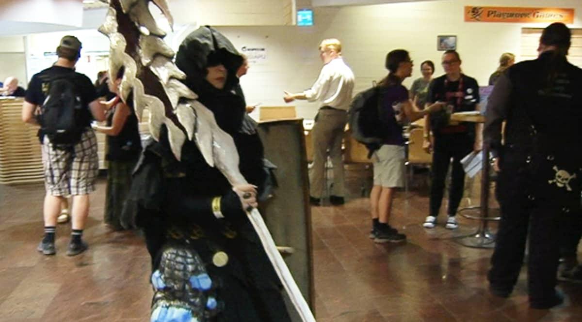 Ropeconissa voi pukeutua fanittamansa pelin, elokuvan tai sarjan hahmoksi.