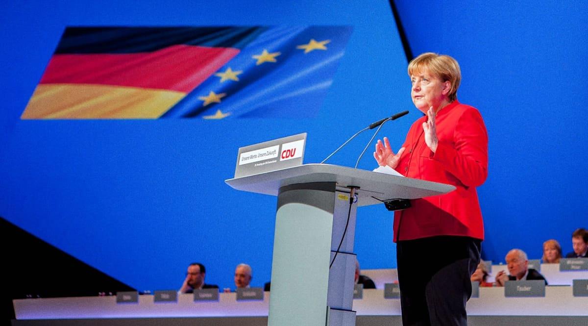 Angela Merkel pitää puhetta