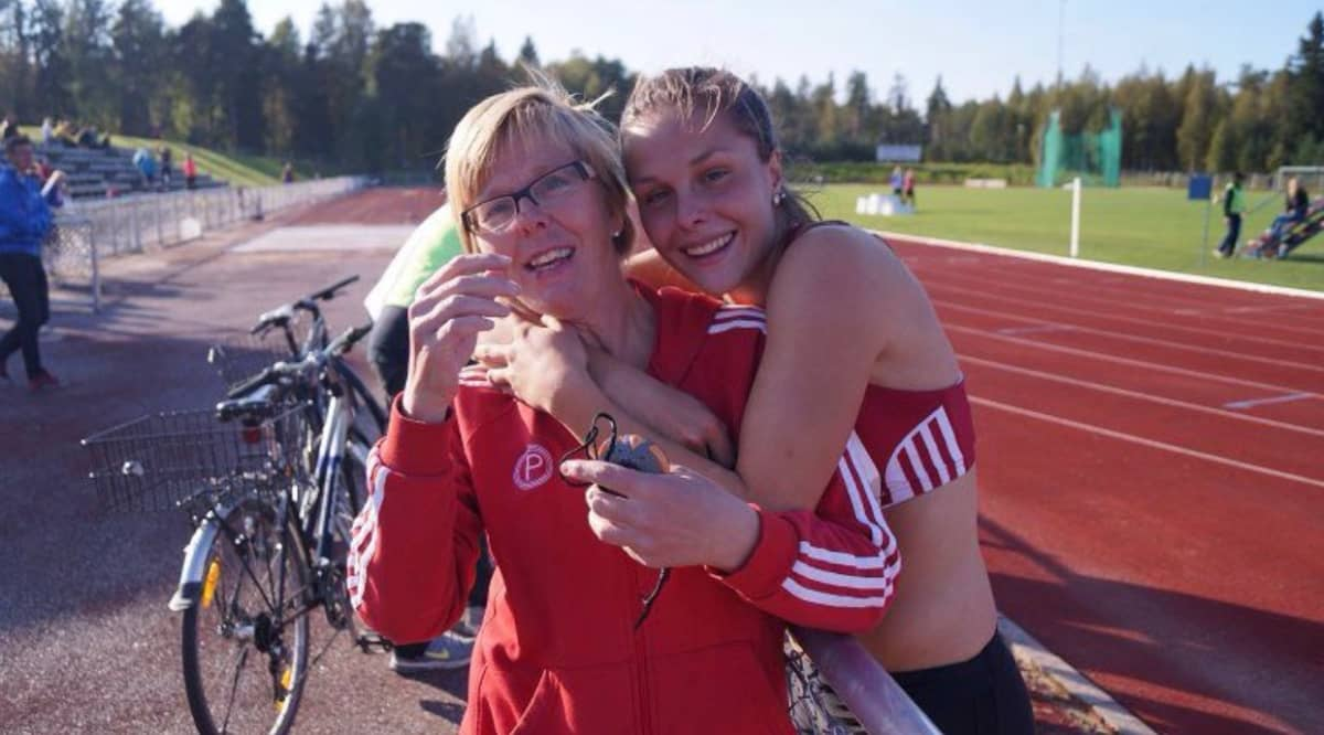 Maija Huntingtonilla (vas.) on ollut suuri rooli tyttärensä Maria Huntingtonin urheilumenestyksen taustalla.