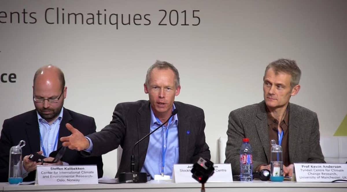 Ilmasotutkijat pitivät tiedotustilaisuuden Pariisin ilmastokokouksessa.