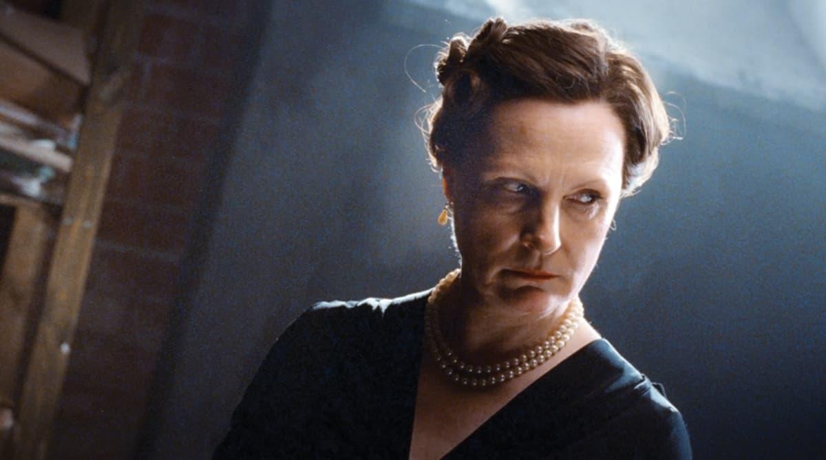 Näyttelijä Tiina Wäckström Hella W-elokuvassa.