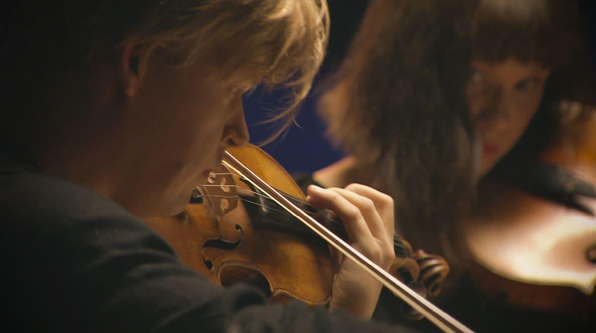 Helsingin juhlaviikkojen konsertissa Pekka Kuusisto ja Patricia Kopatchinskaja, viulu, heittäytyivät kamarimusiikin vietäviksi.