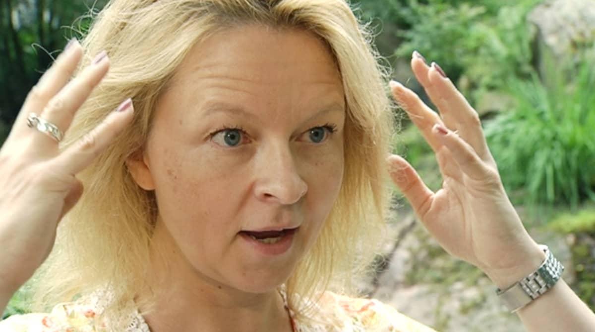 Kirjailija ja tutkija Anna Kortelainen.