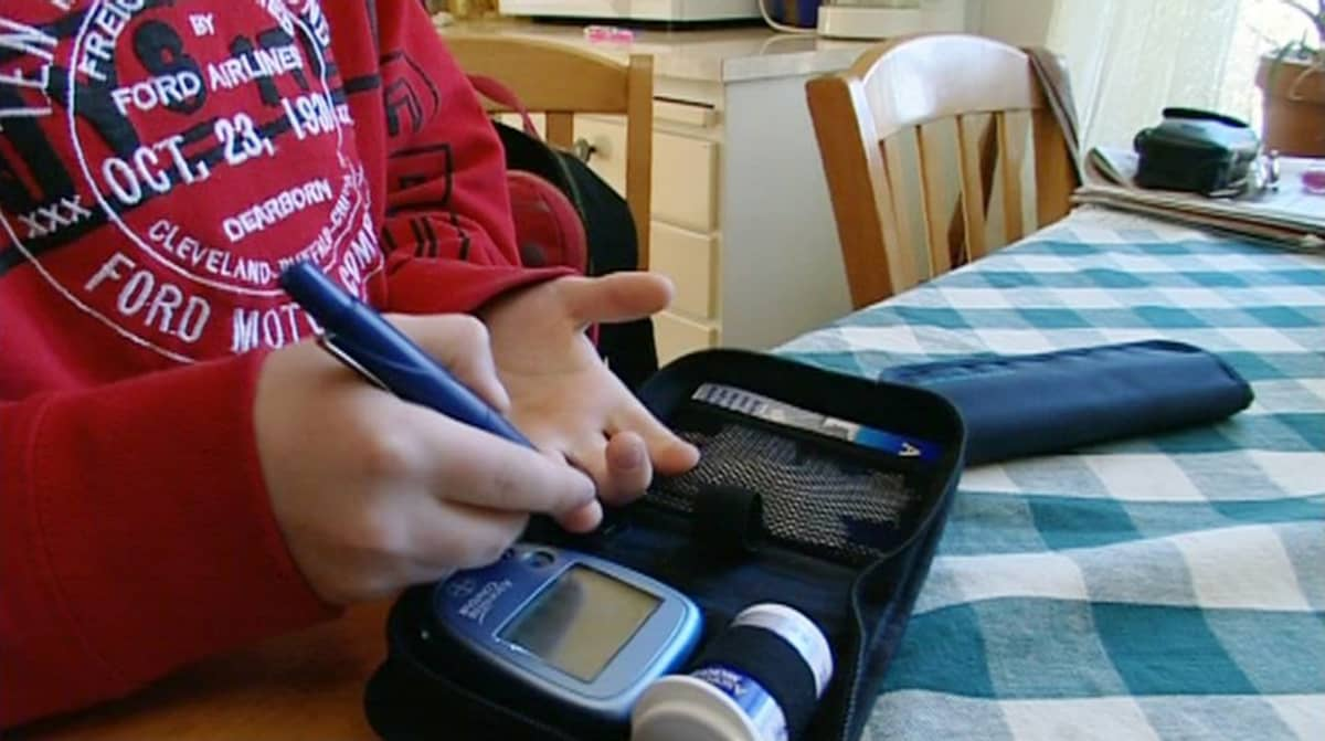 Lapsi ja diabetes-lääkkeitä.