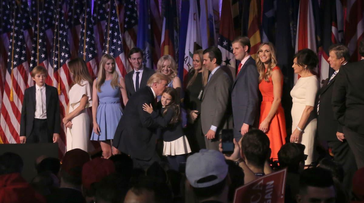 Trumpin perheestä povataan jopa Yhdysvaltain uutta hallitsijasukua. Trumpin perhe esiintyi New Yorkissa vaalivoiton varmistuttua.