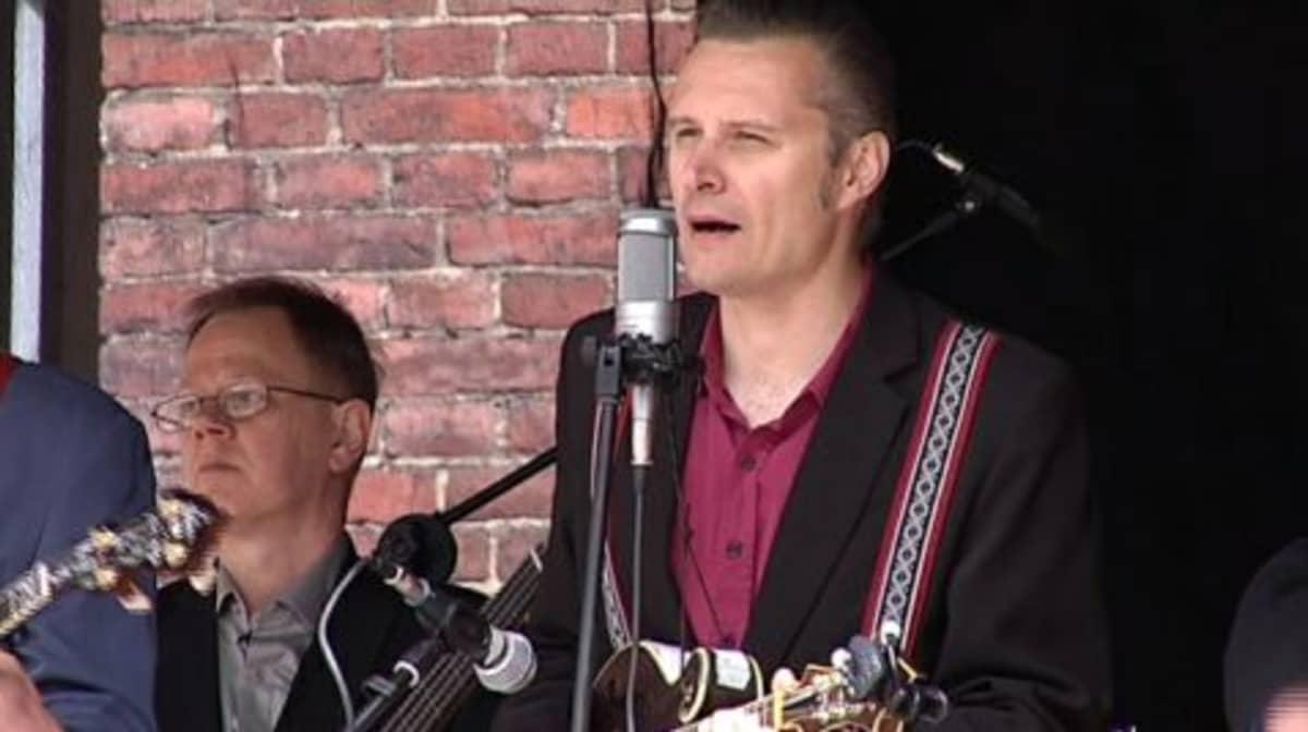 Jussi Syren & The Groundbreakers esiintyy SörkkäRockissa 2009.