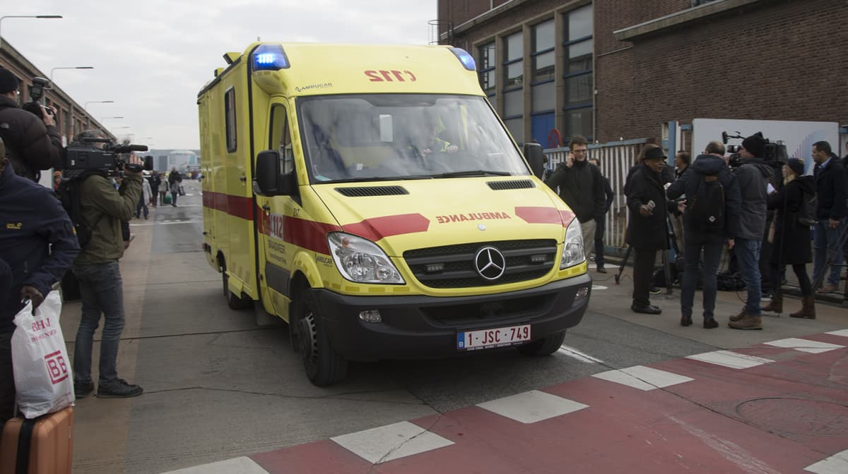 Ambulanssi matkalla terminaaliin