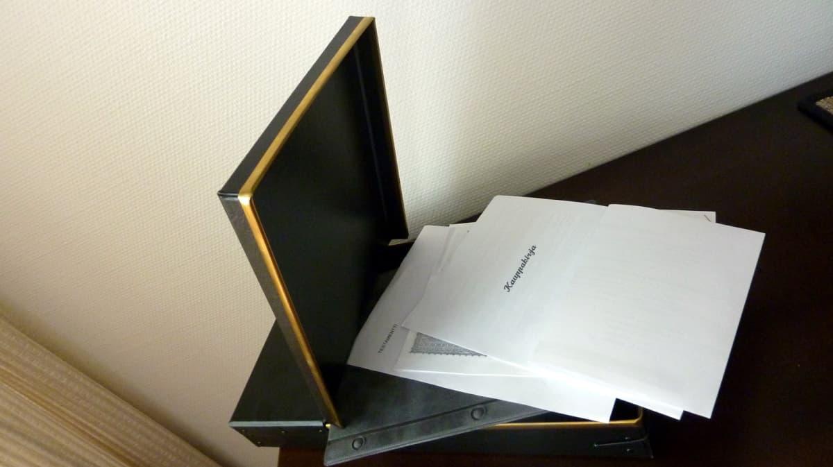 Tallelokeroissa kannattaa säilyttää tärkeät asiakirjat, kuten kauppakirjat ja testamentti.