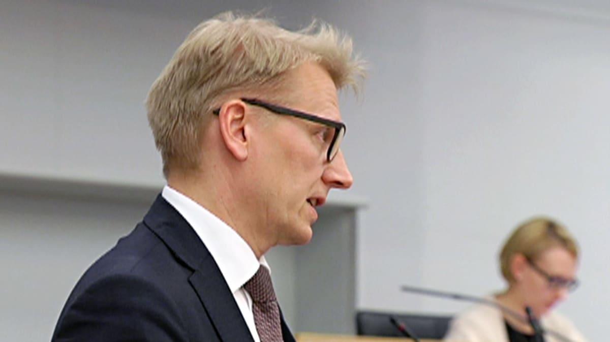 Kimmo Tiilikainen kyselytunnilla torstaina.
