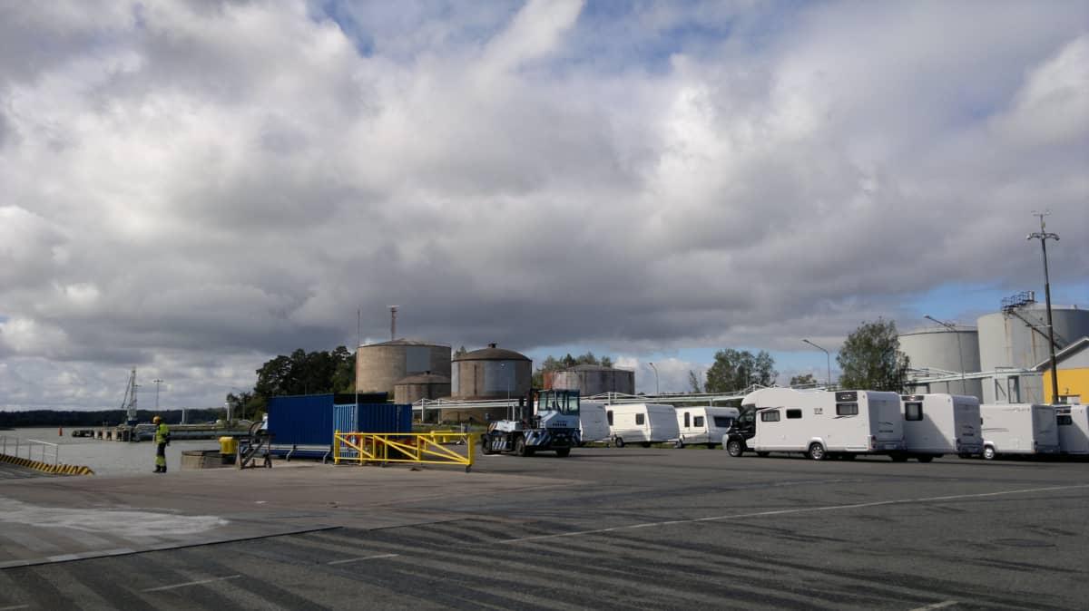 LNG-terminaalin tuleva paikka Turun Pansiossa.