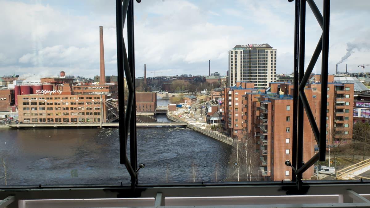 Näkymä Ratinan kauppakeskuksen tornista Tammerkoskelle päin