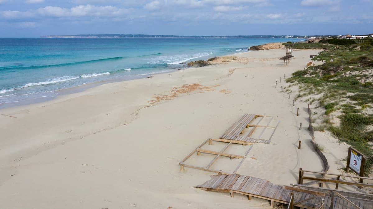 Tyhjä ranta Espanjaan kuuluvalla Formenteran saarella.