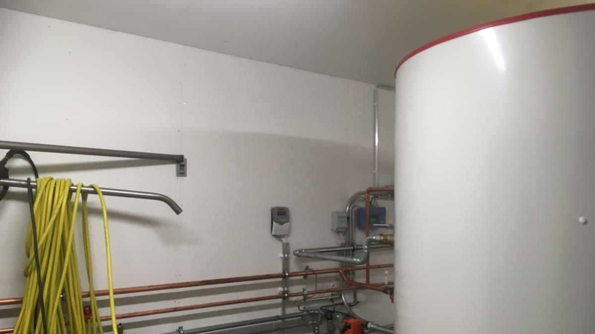 Lämmitysjärjestelmä Pinewood Stables Oy:n tallilla Mäntsälässä.