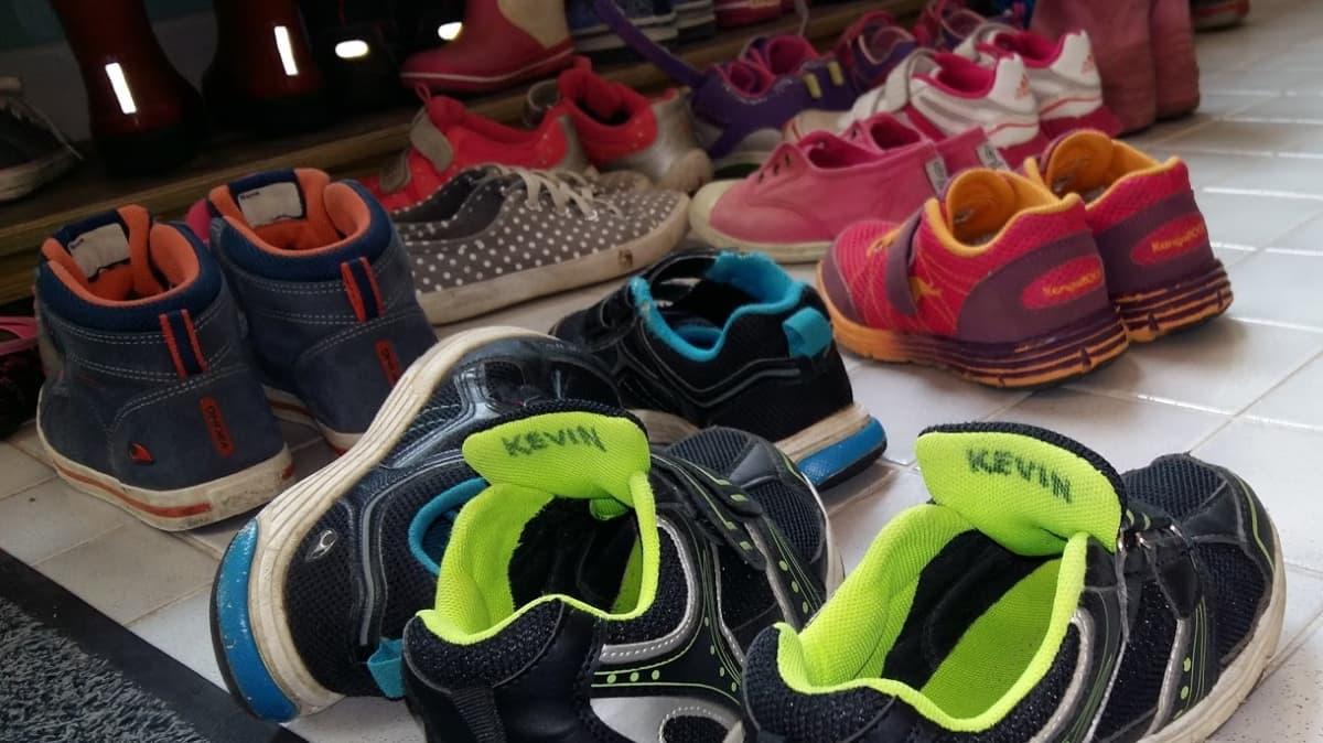 Päiväkotilasten kenkiä