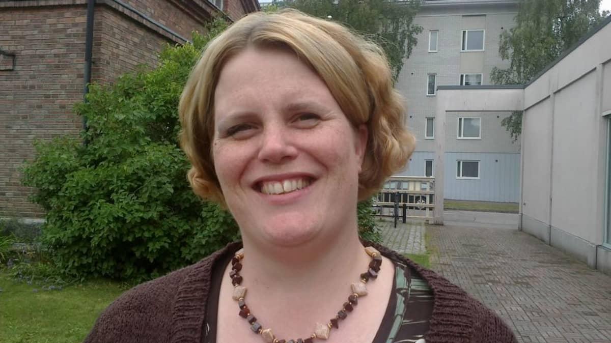 Lotta Holm, tutkija, kehittelijä