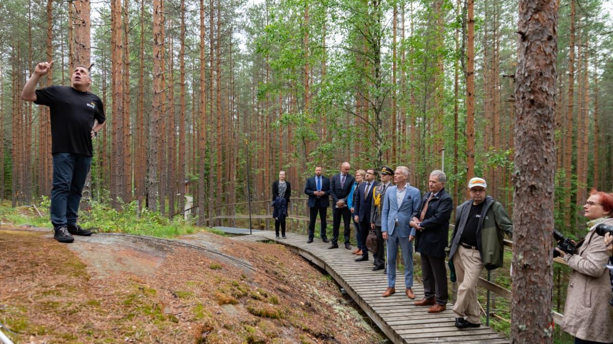 Sauli Niinistö Hyytiälän metsäasemalla.