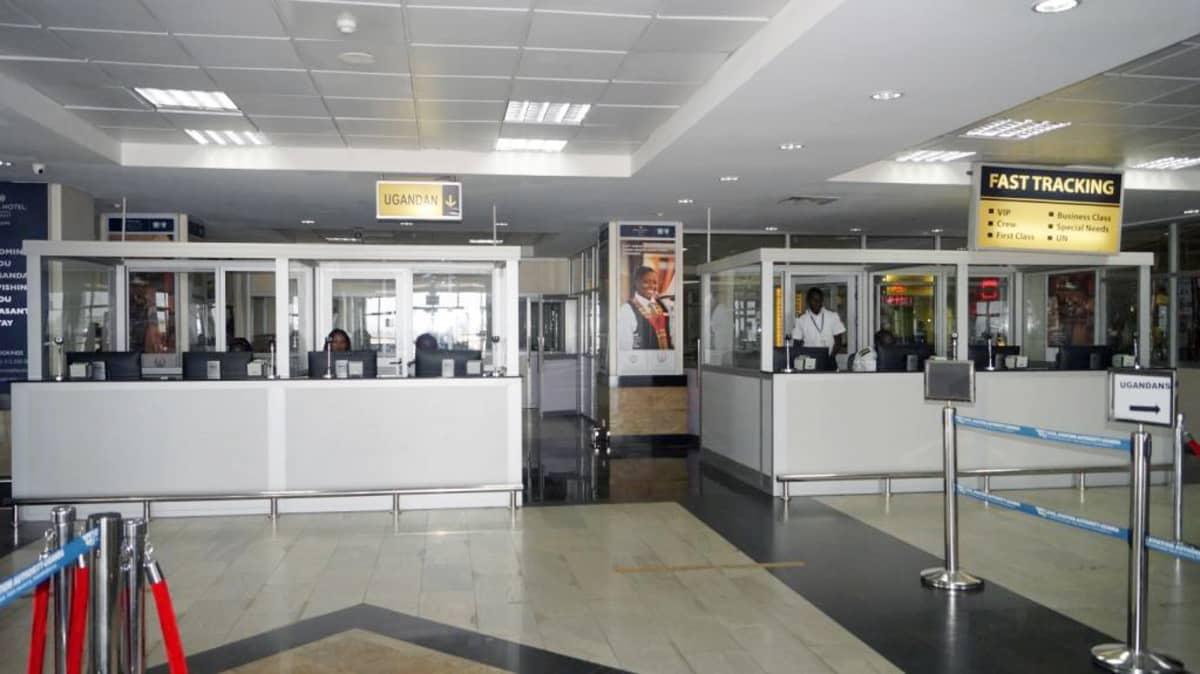 Entebben lentokentän maahantuloaula Ugandassa.