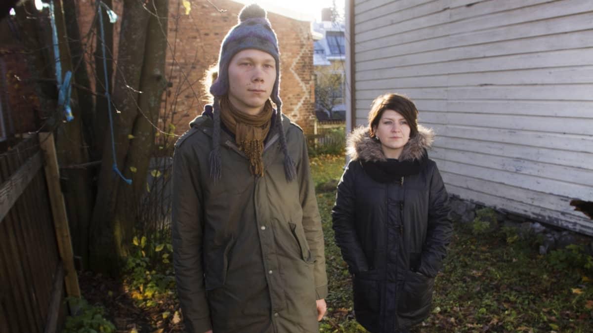 Lasmaticin tuottaja-rumpali Lassi Ylönen ja laulaja Annika Tepponen.