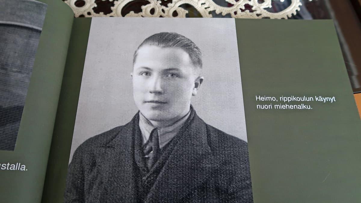 Heimo Leivonniemen rippikuva valokuvakirjassa