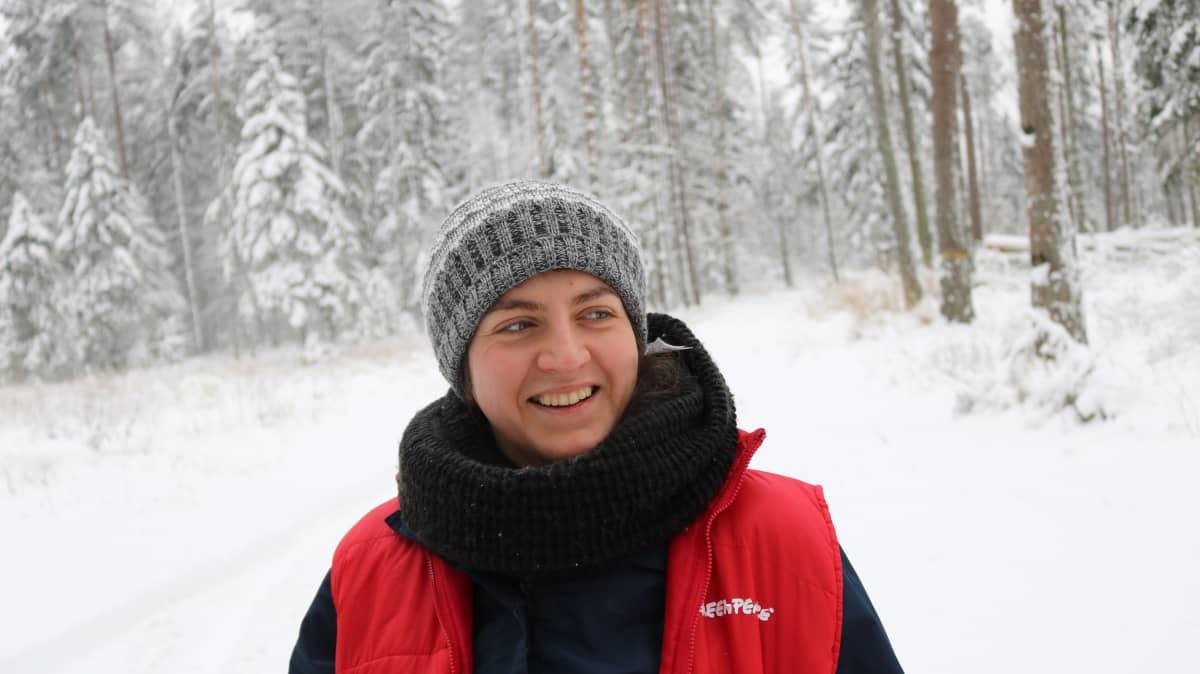 Greenpeace Marta Grundland partioi Białowieżan metsässä.