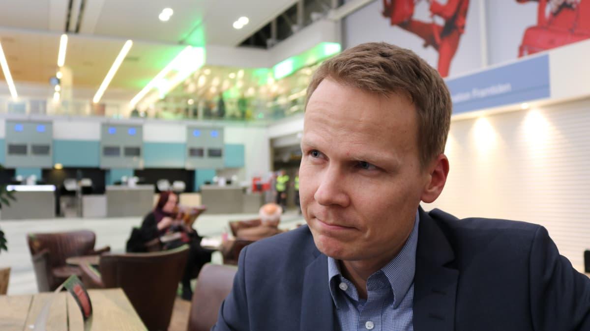 SAK:n kansainvälisten asioiden päällikkö Pekka Ristelä vieraili ay-kokouksessa Göteborgissa.