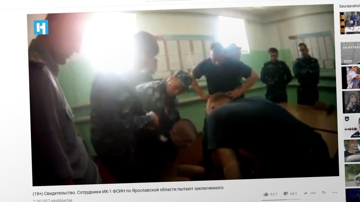 Kuvakaappaus kidutusvideolta.