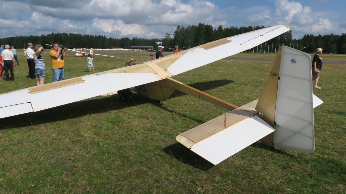 Pik-5c Räyskälän kentällä