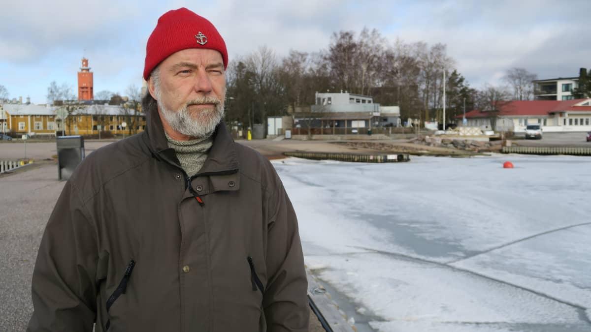 Vihreiden kaupunginvaltuutettu Temmu Köppä kuvailee Poker Runia hulinatapahtumaksi, jonka vertaista ei löydy muualta Suomesta.
