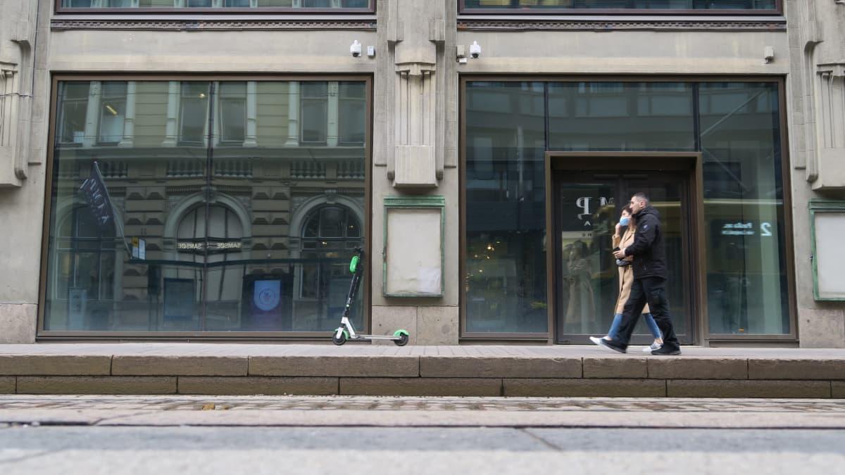 Moni erikoisliike on lähtenyt Aleksanterinkadulta. Viimeksi kadun ilmoitti jättävänsä ruotsalainen muotijätti H&M.