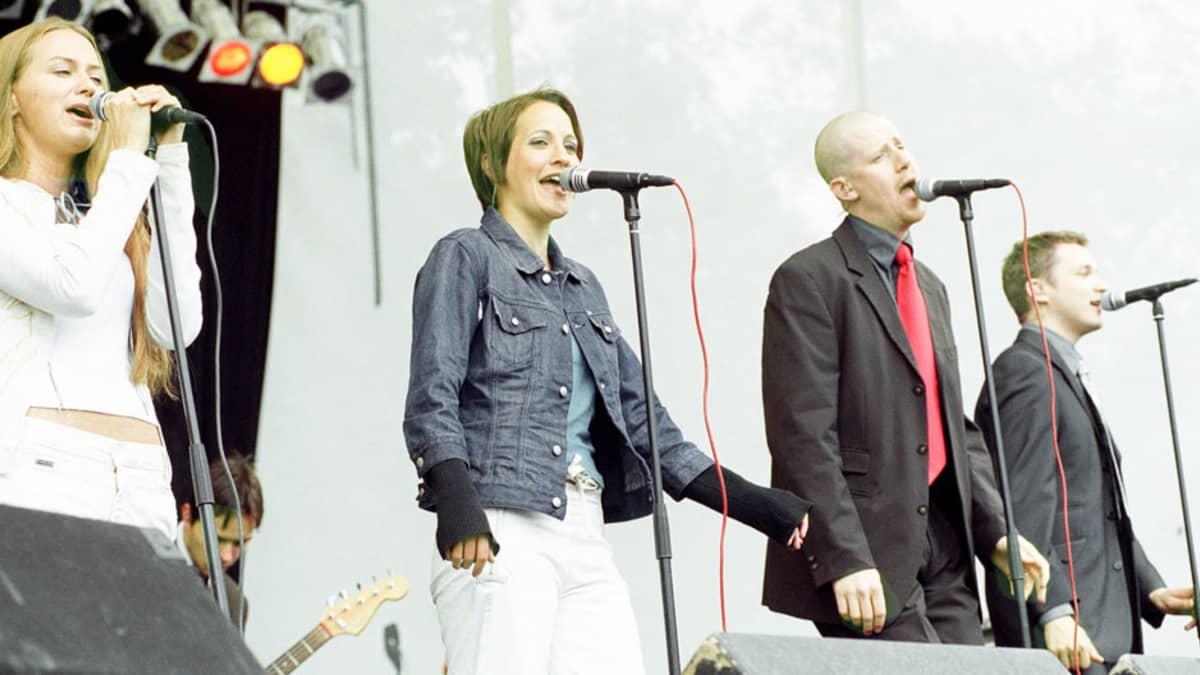 Ultra Bra Radiomafian kesäkonsertissa vuonna 2001.