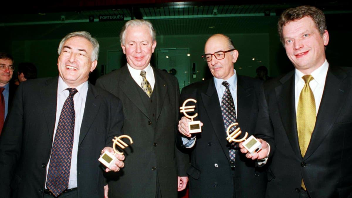 Jacques Santer, Dominique Strauss-Kahn, Antonio de Sousa Franco ja Sauli Niinistö vuonna 1998.
