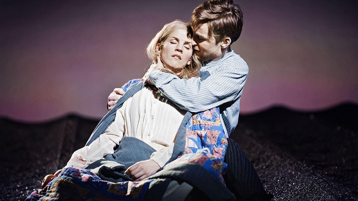 Maria Ylipää ja Robert Noack Kristina från Duvemåla -musikaalissa vuonna 2012.