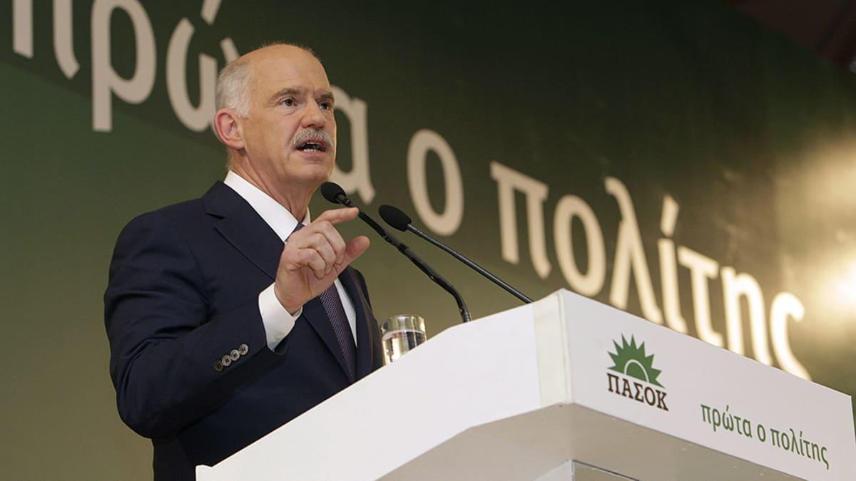 George Papandreou puhuu puoluekokoukselle.