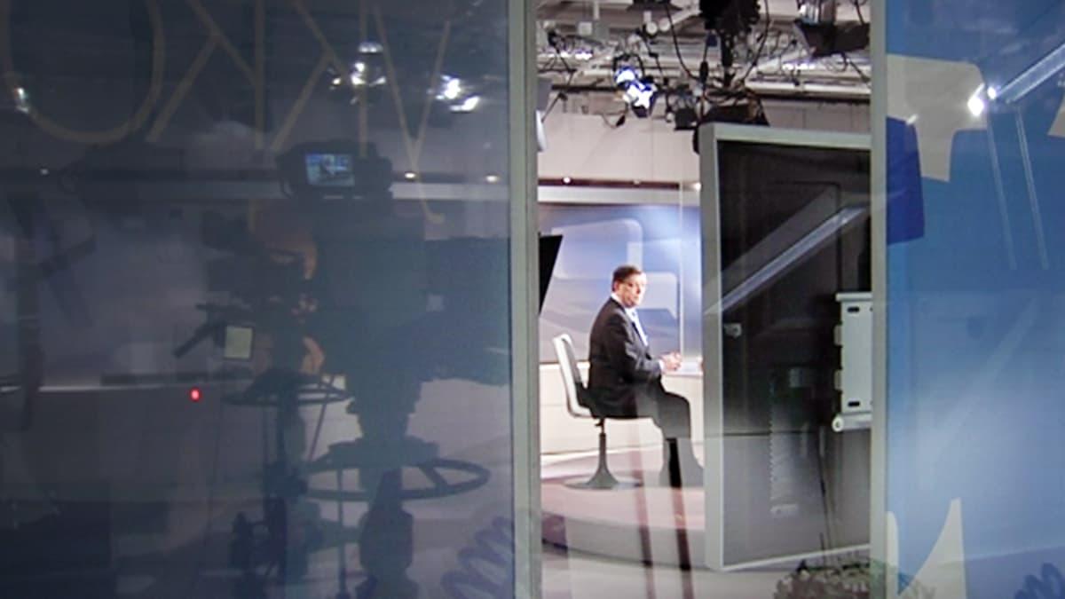 Paavo Väyrynen  vierailee TV1:n Ykkösaamussa.