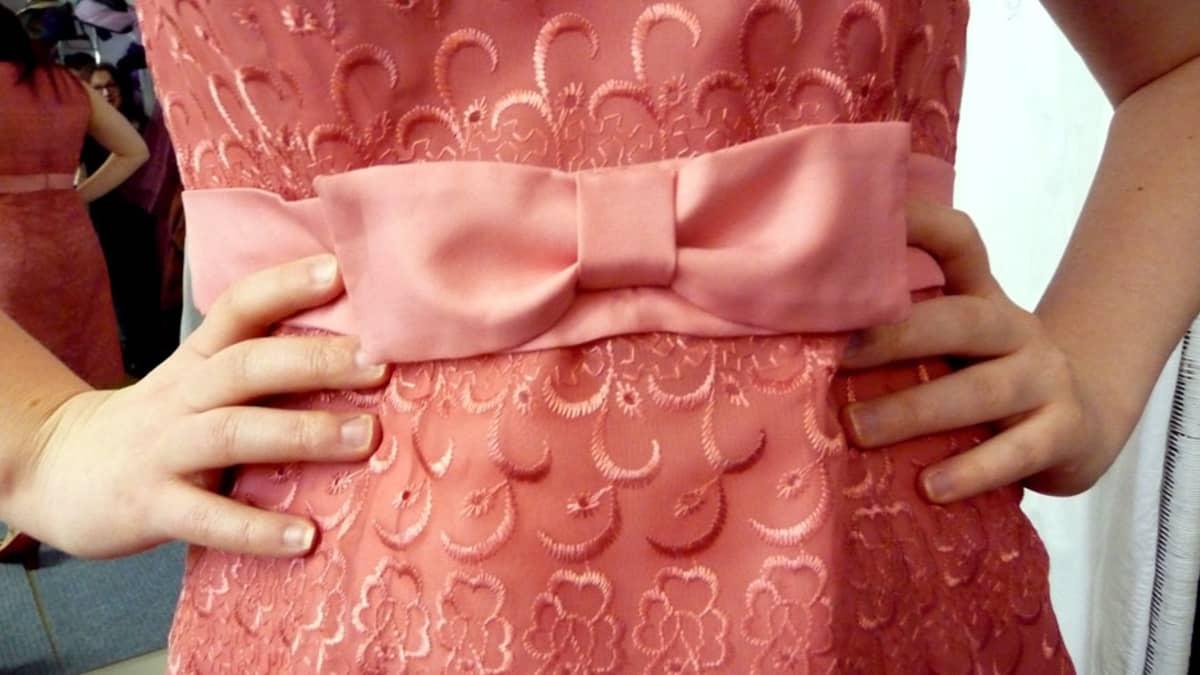 Yksityiskohta 60-luvun mekosta.
