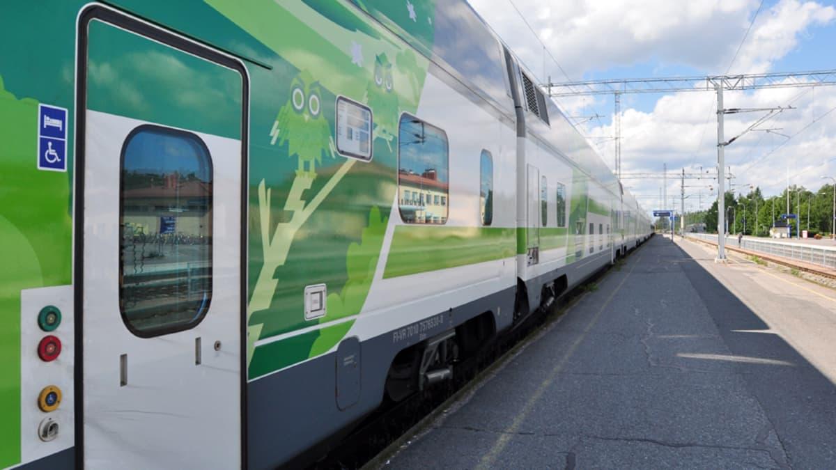 Kaukojuna Rovaniemen asemalla