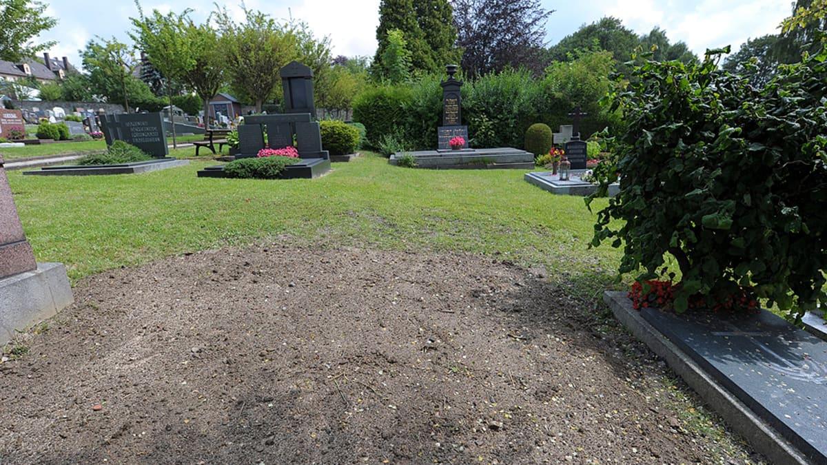 Rudolf Hessin entinen hauta Wunsiedelin hautausmaalla.