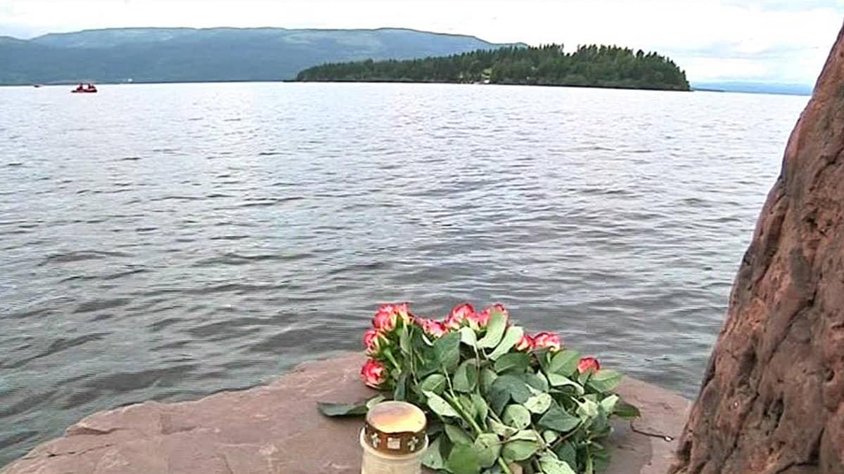 Viranomaiset etsivät uhreja Utøyan saaren ympäristössä.