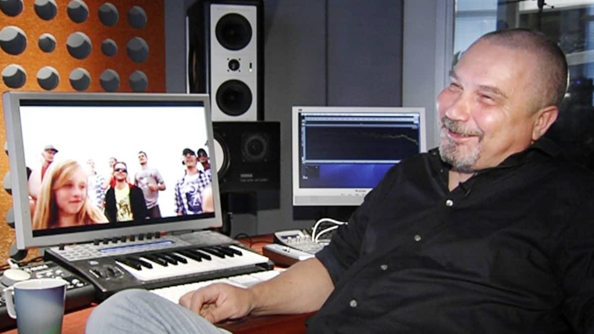 Risto Asikainen studiossaan Helsingissä.