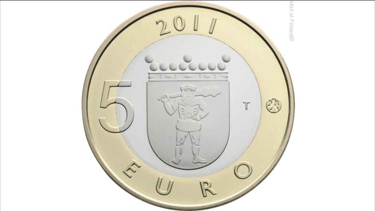 Viiden euron kolikon etupuolella on Lapin vaakuna