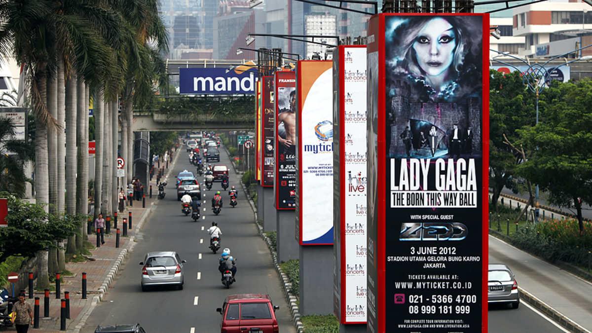 Lady Gagan konsertin mainos Jakartassa.