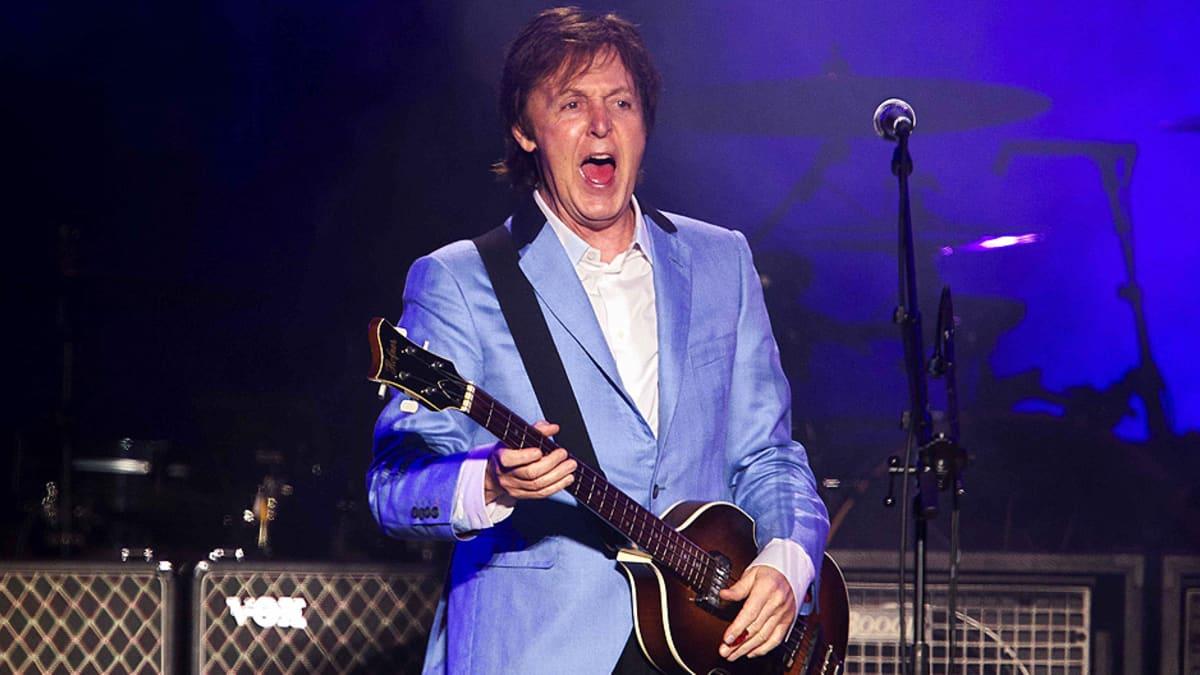 Paul McCartney esiintymässä.
