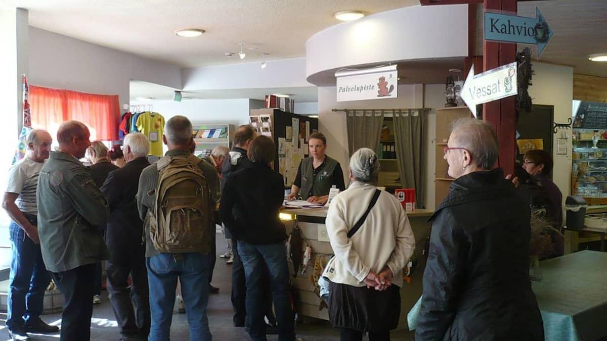 Belgialaisvieraita Tammelassa Hämeen luontokeskuksessa
