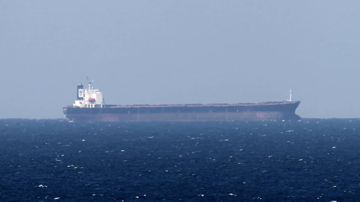 Öljytankkeri Hormuzinsalmilla Iranin edustalla 15. tammikuuta 2012.