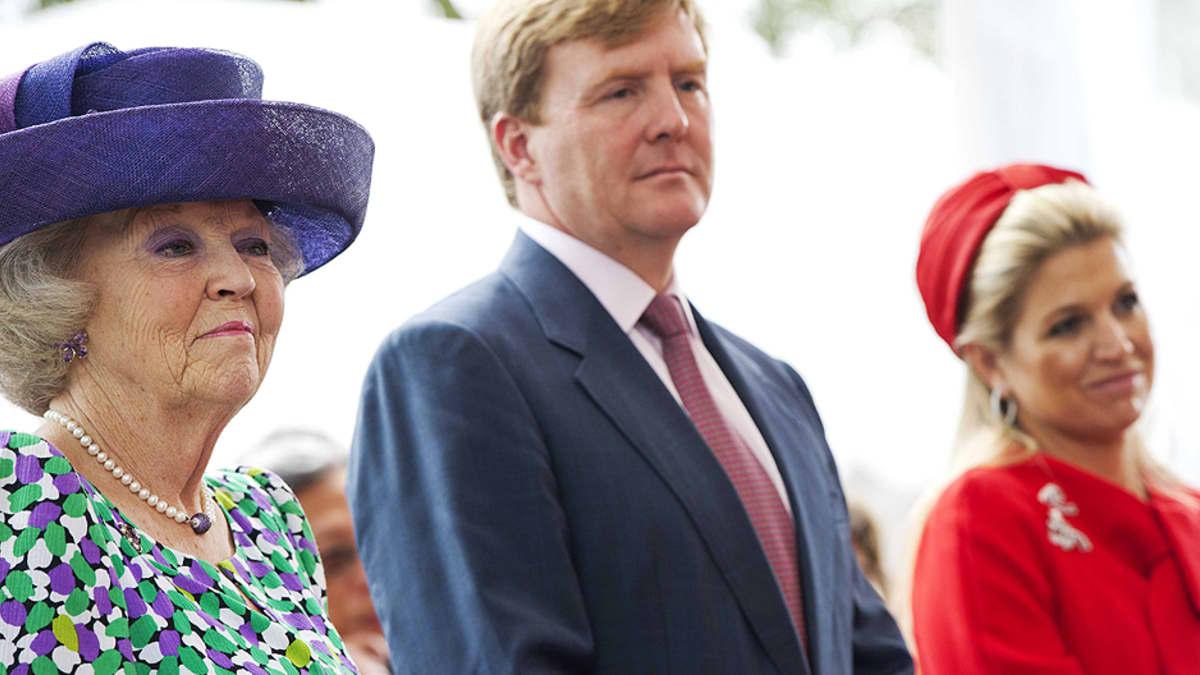 Hollannin kuningatar Beatrix, hänen poikansa Willem-Alexander ja prinsessa Maxima.